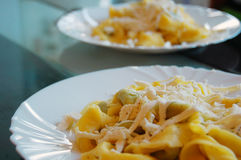 Ravioli που γεμίζουν με το σπανάκι και το ricotta, ιταλικά ζυμαρικά αυγών Στοκ εικόνες με δικαίωμα ελεύθερης χρήσης