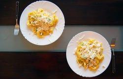 Ravioli που γεμίζουν με το σπανάκι και το ricotta, ιταλικά ζυμαρικά αυγών Στοκ Φωτογραφίες