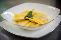 Ravioli avec du beurre et la sauge Image libre de droits
