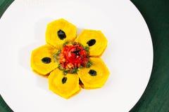 Ravioli con l'olio scuro del tartufo e il pesto verde Fotografia Stock Libera da Diritti