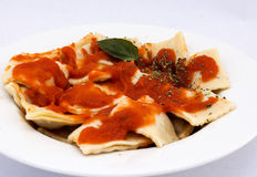 Ravioli with a delicious bolognese sauce, topped with fresh basil Royalty Free Stock Images