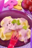 Ravioli dolci con il yogurt di mirtillo Fotografia Stock Libera da Diritti