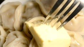 Ravioli et beurre banque de vidéos