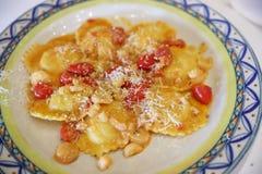 Ravioli et tomates-cerises délicieux Image stock