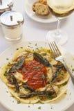 Ravioli füllte mit Rindfleisch, Schweinefleisch und Pilzen Lizenzfreies Stockfoto