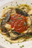 Ravioli füllte mit Rindfleisch, Schweinefleisch und Pilzen Lizenzfreie Stockfotos