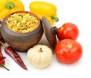 Ravioli im Topf Gemüse und Gewürzen Lizenzfreies Stockbild