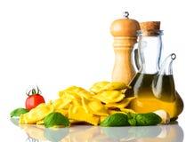 Ravioli italiani dell'alimento di cucina su fondo bianco Immagine Stock Libera da Diritti