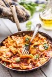 Ravioli italiens ou méditerranéens de pâtes de nourriture de la sauce tomate Photographie stock