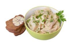 Ravioli med högg av örter och kryddor Arkivfoton