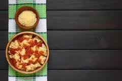 Ravioli met tomatensaus Royalty-vrije Stock Foto's