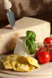 Ravioli mit ricotta und Tomaten lizenzfreie stockfotografie