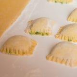 Ravioli som är välfylld med ost och spenat Royaltyfri Fotografi