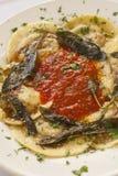 Ravioli som fylls med nötkött, griskött och champinjoner Royaltyfria Foton