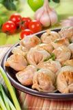Ravioli in un piatto dell'argilla Fotografie Stock