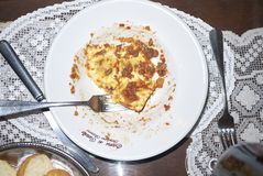 Raviolideegwaren met bolognese saus stock foto
