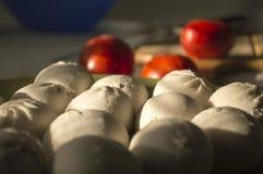 Raviolis con el tomate en el fondo de la madera Foto de archivo