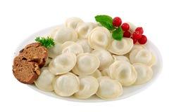 Raviolis hervidos con la carne Pelmeni hervido de las bolas de masa hervida Asi?tico, comida Aislado imagen de archivo libre de regalías