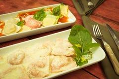 Raviolis italianos con color de la espinaca procesados Foto de archivo libre de regalías