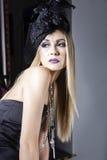 Ravishing модель с украшенной шляпой стоковые изображения
