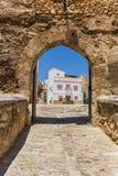 Ravissez la porte à la place de château dans Bunol Image stock