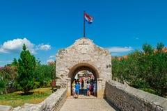 Ravissez la porte à la ville historique de Nin, Croatie Photos libres de droits