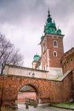 Ravissez la porte au château de Wawel à Cracovie images libres de droits