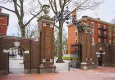 Ravissez les portes et le dortoir dans la cour de Harvard de Harvard Universi Photo libre de droits