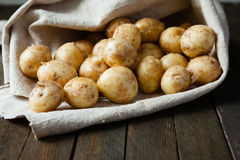Raw baby potatoes in a sack Royalty Free Stock Photos