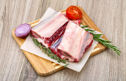 Raw beef ribs. With rosemary and thyme - ready for cooking Royalty Free Stock Images