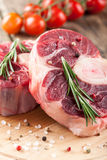 Raw beef t-bone steak and fresh tomatoes Royalty Free Stock Photos