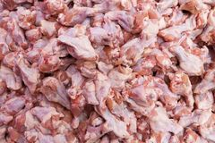 Raw chicken drumstick from farm on food stall Royalty Free Stock Photos