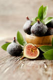 Raw figs in a wooden bowl, selective focus Stock Images