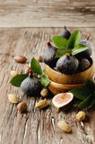 Raw figs in a wooden bowl, selective focus Royalty Free Stock Photography