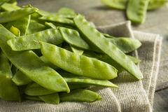 Raw Green Organic Snow Peas. Ready to Eat Royalty Free Stock Images