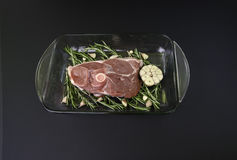 Raw lamb leg. With rosemary and garlics Royalty Free Stock Photos