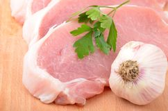 Raw meat steak and garlic Royalty Free Stock Photos