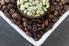 Raw and roasted coffee beans Royalty Free Stock Photography