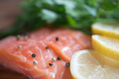 Raw salmon with parsley, pepper and lemon Royalty Free Stock Photography