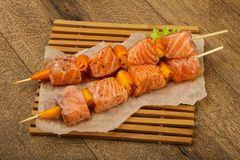 Raw salmon skewer. With spices ready for cooking Royalty Free Stock Image