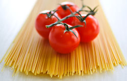 Raw spaghetti and tomato Royalty Free Stock Photography