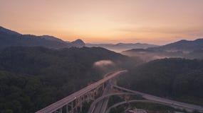 Rawang旁路在` Rawang雪兰莪`的旁路高速公路在日出期间 免版税库存照片