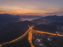 Rawang旁路在` Rawang雪兰莪`的旁路高速公路在日出期间 免版税库存图片
