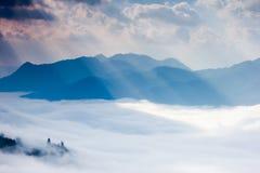 Ray światło, chmura i góra, Zdjęcie Royalty Free