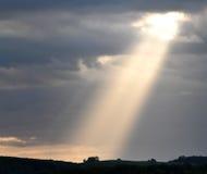 Ray av solljus som igenom bryter Royaltyfria Foton