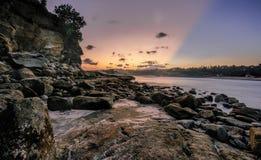 Ray di luce in spiaggia di Klayar Fotografia Stock