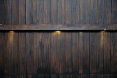 Ray ljus på den antika träväggen Arkivfoto