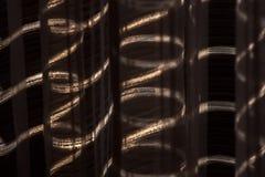 Ray van licht tussen het gordijn stock foto's