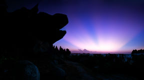 Ray wschodu słońca strona pies głowy skała zdjęcia royalty free