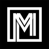 Raya blanca de la mayúscula M From incluida en un cuadrado Traslapo con las sombras Imagen de archivo